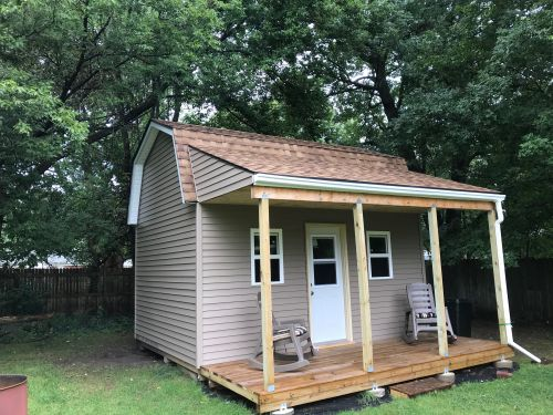 Picture of Matt's very cute tiny house.